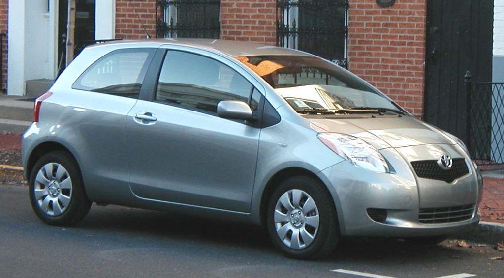 1024px-2007-Toyota-Yaris-hatchback