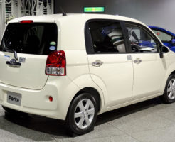 1024px-2012_Toyota_Porte_02
