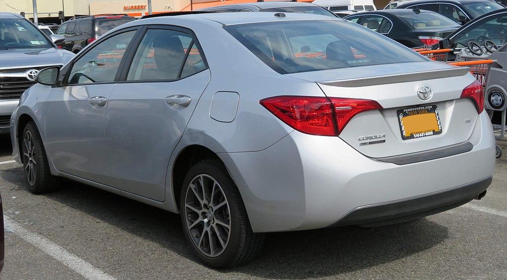 1024px-2017_Toyota_Corolla_SE_50th_Anniversary_Edition_rear_5.20.18