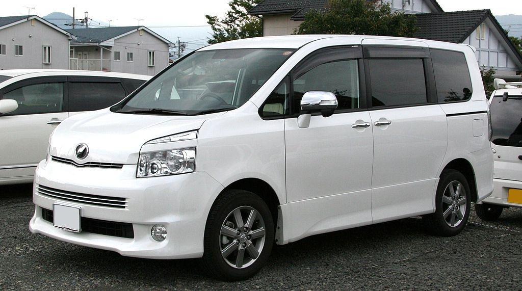 1024px-2nd_generation_Toyota_Voxy