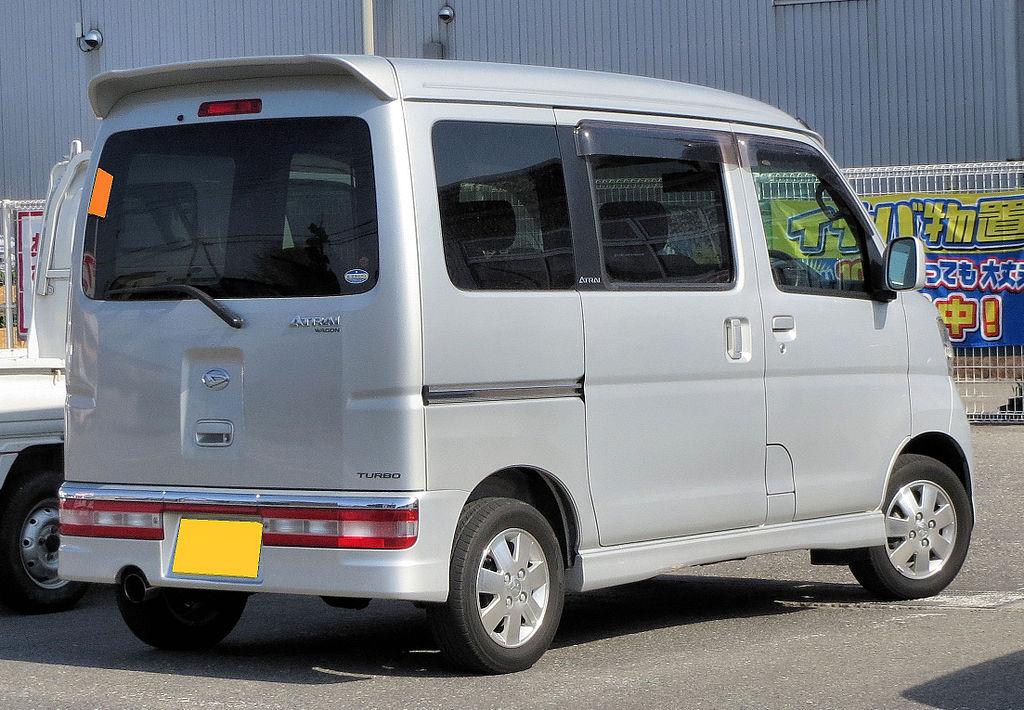 1024px-Daihatsu_Atrai_Wagon_RS_330G_Rear_0274