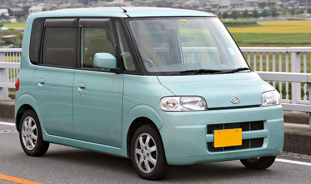 1024px-Daihatsu_Tanto_001