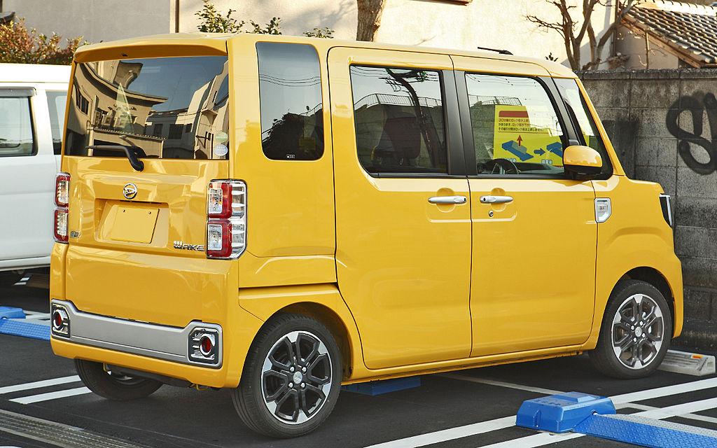 1024px-Daihatsu_Wake_102