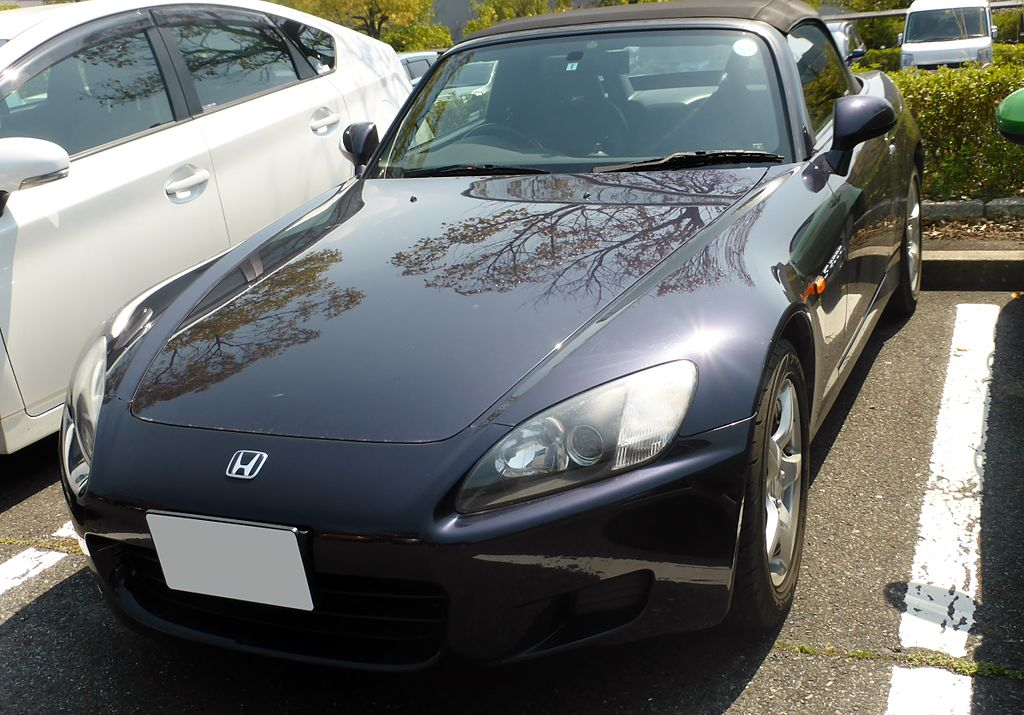 1024px-Honda_S2000_(AP1)_front