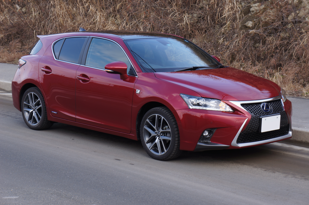 1024px-Lexus_CT200h_Fsport_2014_Front_Japan