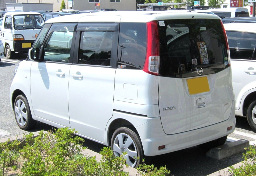 1024px-NISSAN_ROOX_G_rear