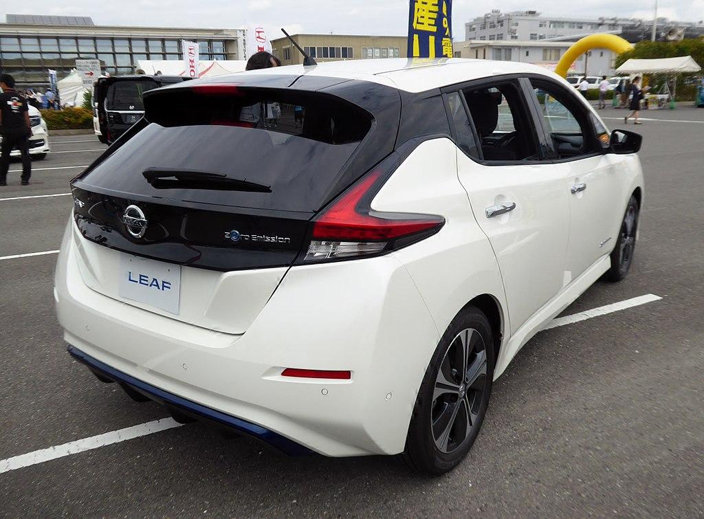 1024px-Nissan_LEAF_G_(ZAA-ZE1)_rear