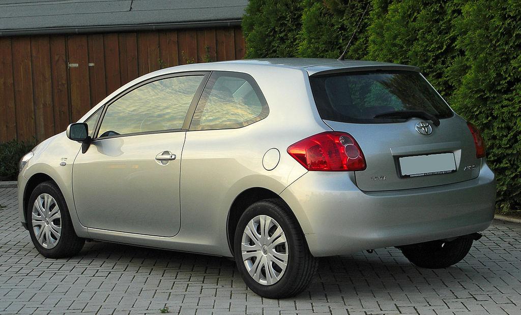 1024px-Toyota_Auris_1.6_Sol_rear_20100919