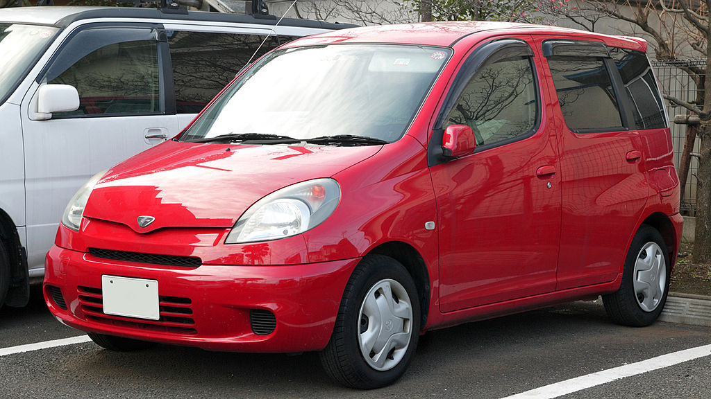 1024px-Toyota_Fun_Cargo_005