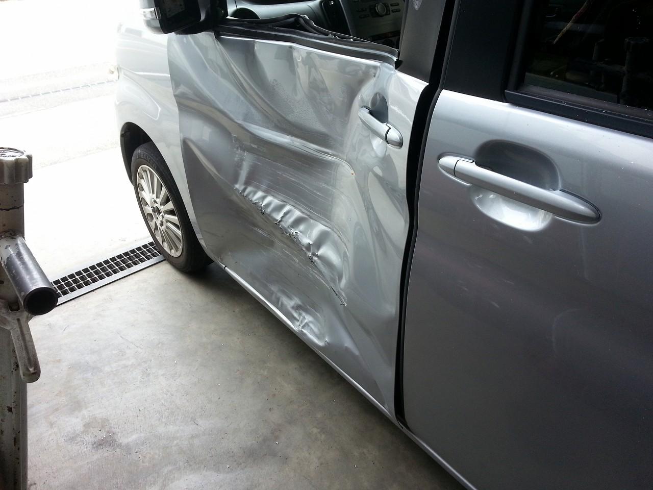 ドアパネルの事故
