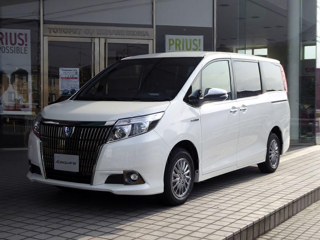 Toyota_Esquire_HYBRID_Gi_Black-Tailored_(DAA-ZWR80G-CPXGB)_front