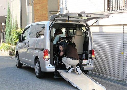 スロープ車いす格納タイプの福祉車両